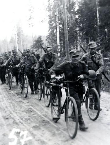 Bicycle battalion advancing 1941